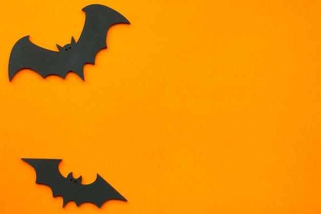 Concept pour halloween, chauves-souris sur orange