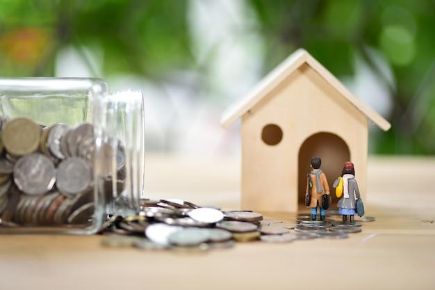 Concept de prêt hypothécaire. argent et maison