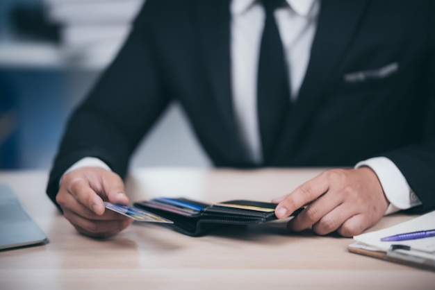 Concept de problèmes financiers avec les cartes de crédit