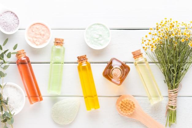 Concept de produits cosmétiques spa, fond de spa avec un espace pour un texte, mise à plat, vue d'en haut.