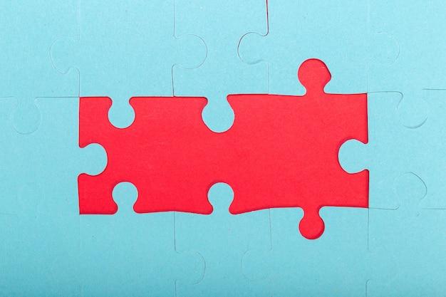 Concept de puzzle, fond bleu et rouge
