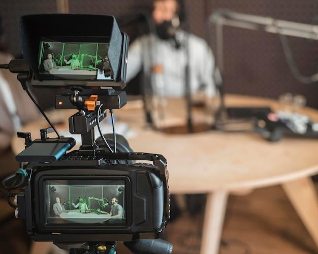 Concept de radio gros plan avec caméra