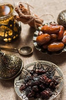 Concept de ramadan avec de la nourriture