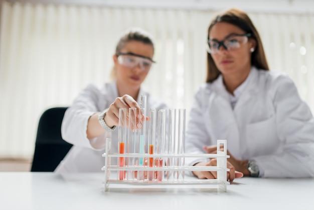 Concept de recherche de laboratoire.