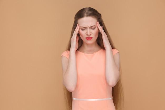 Concept réfléchi de mauvais sentiment ou de mal de tête