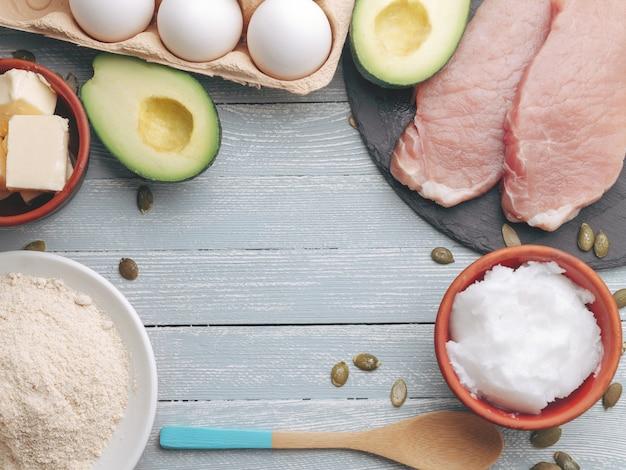 Concept de régime cétogène. alimentation diététique sur table lumineuse