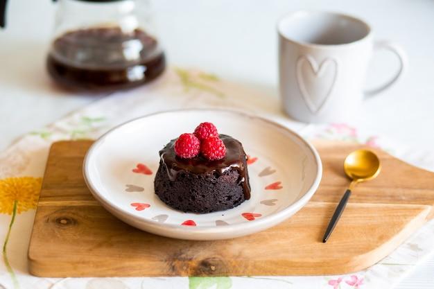 Concept de régime avec dessert et ruban à mesurer minceurconcept de régime avec ruban à mesurer pour le poids