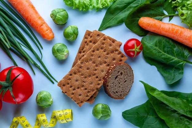 Concept de régime et de nutrition. légumes frais mûrs pour la cuisson de plats sains. nettoyer les aliments équilibrés en fibres. fitness manger et perdre du poids. mange bien