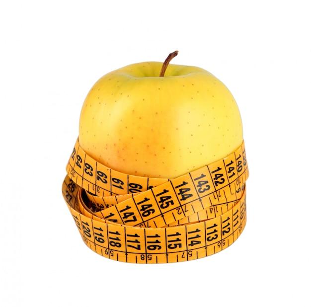 Concept de régime avec pomme verte, enveloppé avec du ruban à mesurer