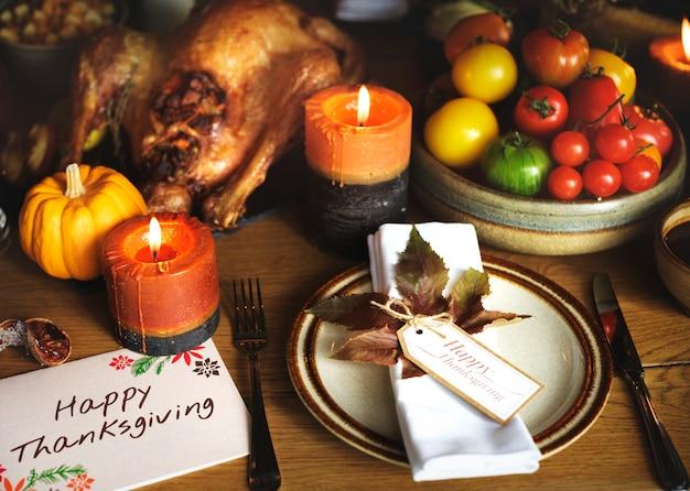 Concept de réglage de la table de thanksgiving à la turquie
