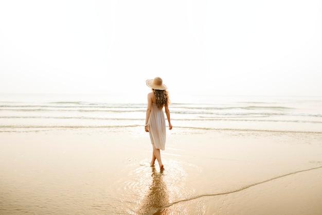 Concept de relaxation de voyage de vacances de vacances de plage d'été