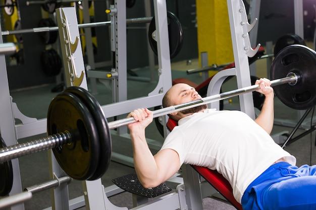 Concept de remise en forme, athlète, musculation et personnes
