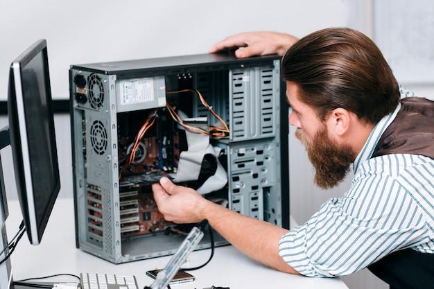 Concept de réparation de construction de réparation de génie électronique