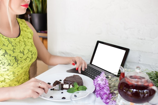 Concept de repas de restaurant de blogueur alimentaire de commerce électronique de publicité
