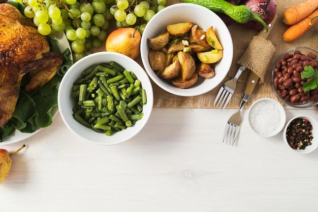 Concept de repas de thanksgiving avec des légumes