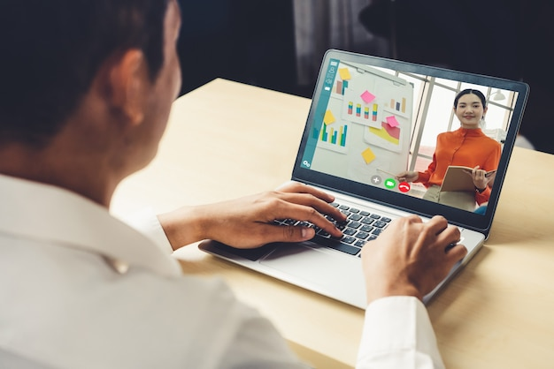 Concept de réunion e-learning et présentation d'entreprise en ligne.