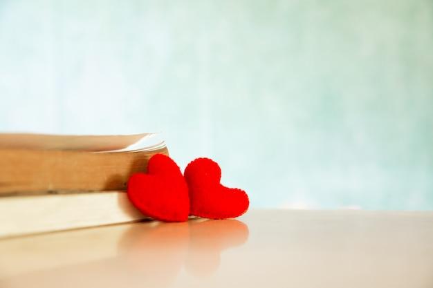 Concept de saint valentin. coeur du livre. cartes de voeux.