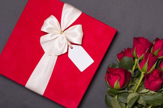 Concept de saint valentin, fond noir sans couture romantique
