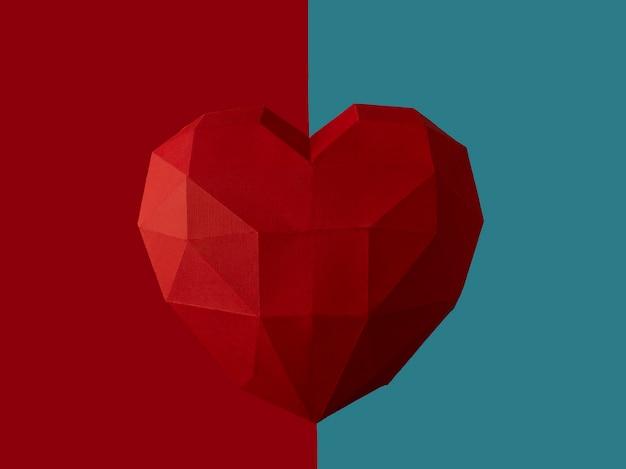 Concept de la saint-valentin. grand coeur polygonale rouge coeur inhabituel