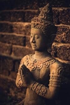 Concept de sculpture de bouddha de style thaïlandais