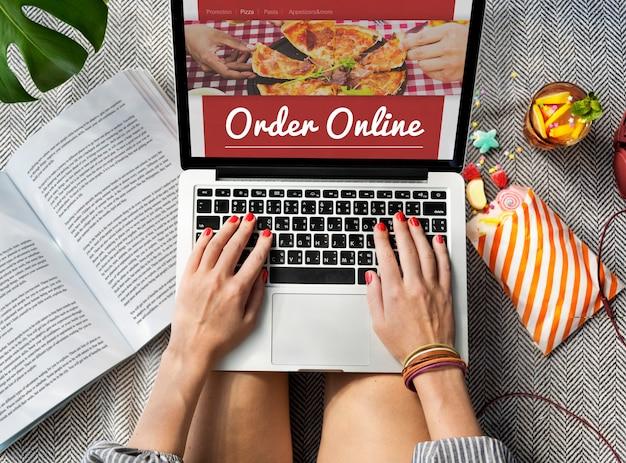 Concept de service de livraison de pizza en ligne
