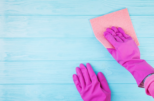 Concept de service de nettoyage. service de nettoyage, idée de petite entreprise, concept de nettoyage de printemps. mise à plat, vue de dessus.
