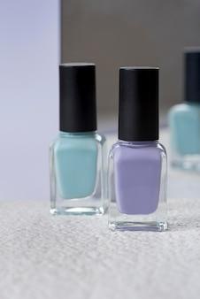 Concept de soin des ongles avec différents vernis à ongles