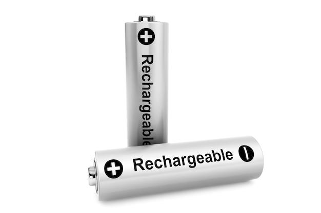 Concept de source d'énergie alternative. deux batteries sur fond blanc