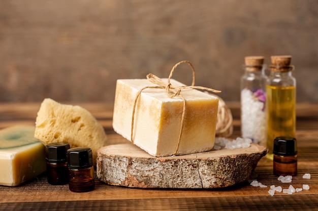 Concept spa avec du savon et des huiles