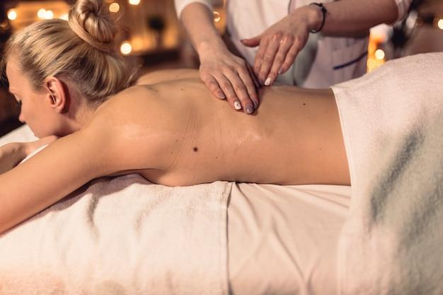 Concept de spa avec femme