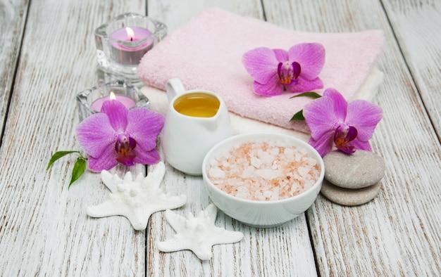 Concept spa avec des orchidées roses