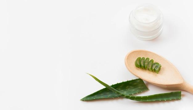 Concept de spa sain et crème à l'aloe vera