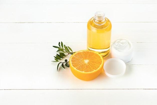 Concept de spa avec sel, menthe, lotion, serviette