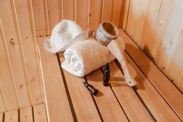 Concept de spa traditionnel de l'ancien bain russe détails intérieurs sauna finlandais hammam avec traditi...