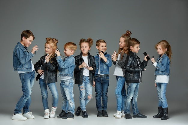 Concept de studio de groupe d'enfants