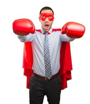 Concept d'un super-homme d'affaires en lutte