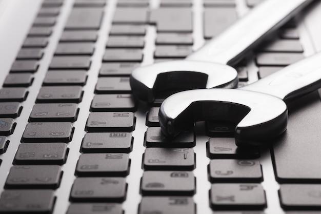 Concept de support technique électronique - clés sur clavier d'ordinateur