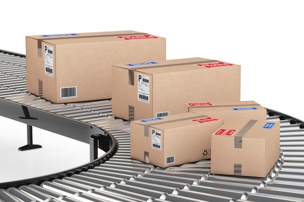 Concept de système de transport de colis. boîtes en carton sur convoyeur en entrepôt sur fond blanc. rendu 3d