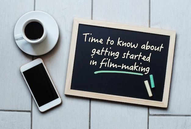 Concept de tableau ou de tableau noir disant qu'il est temps de savoir se lancer dans le cinéma