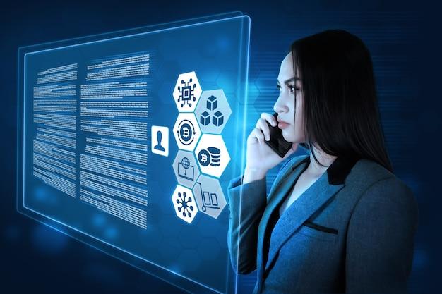 Le concept de la technologie de la femme d'affaires
