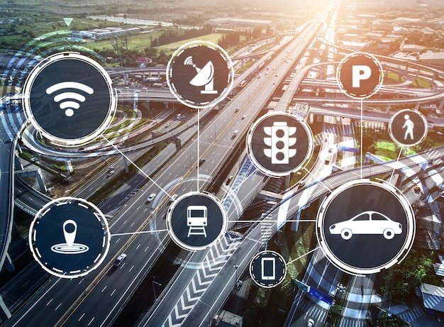 Concept de technologie de transport intelligent pour le futur trafic automobile sur route