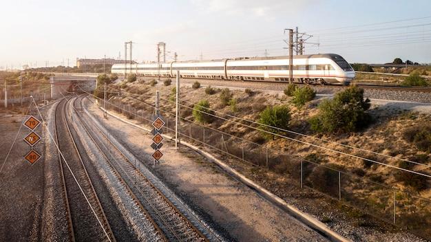Concept de transport vue aérienne avec chemin de fer