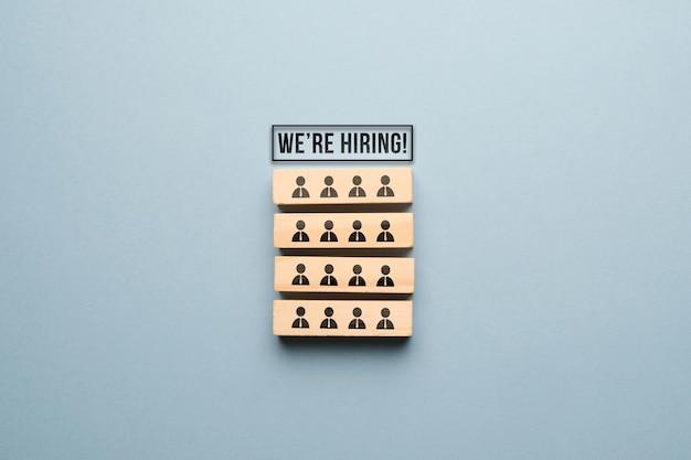 Le concept de trouver de nouveaux employés pour l'équipe en entreprise.