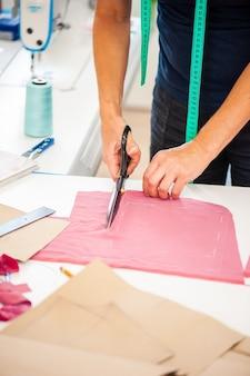 Concept d'usine de couture bobines de fil et outils de couture de base, y compris l'aiguille à épingles