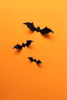 Concept de vacances d'halloween avec des chauves-souris en papier