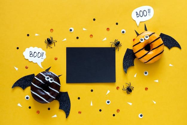 Concept de vacances d'halloween heureux. nourriture drôle pour les enfants -