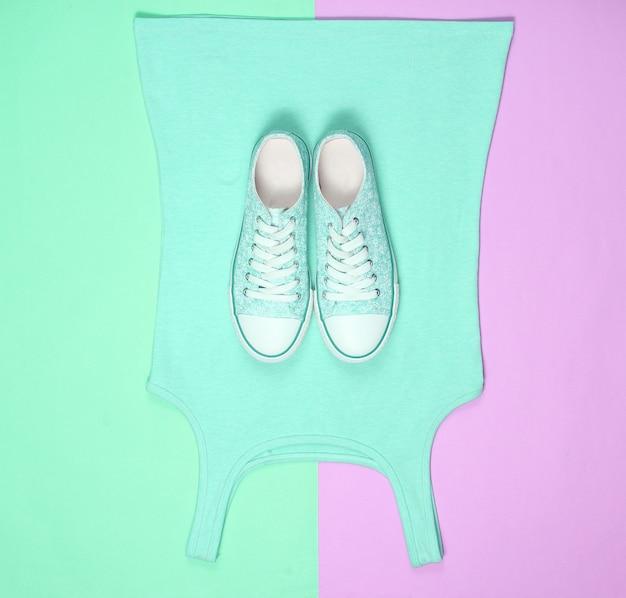 Le concept de vêtements et accessoires pour femme shopping