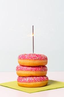 Concept de vie de minimalisme de gâteau de beigne se bouchent