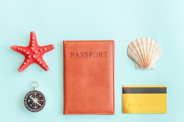 Concept de voyage aventure voyage plat simple mise à plat sur fond moderne tendance coloré pastel bleu