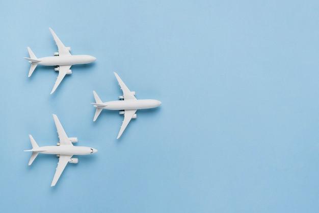 Concept de voyage avec des avions